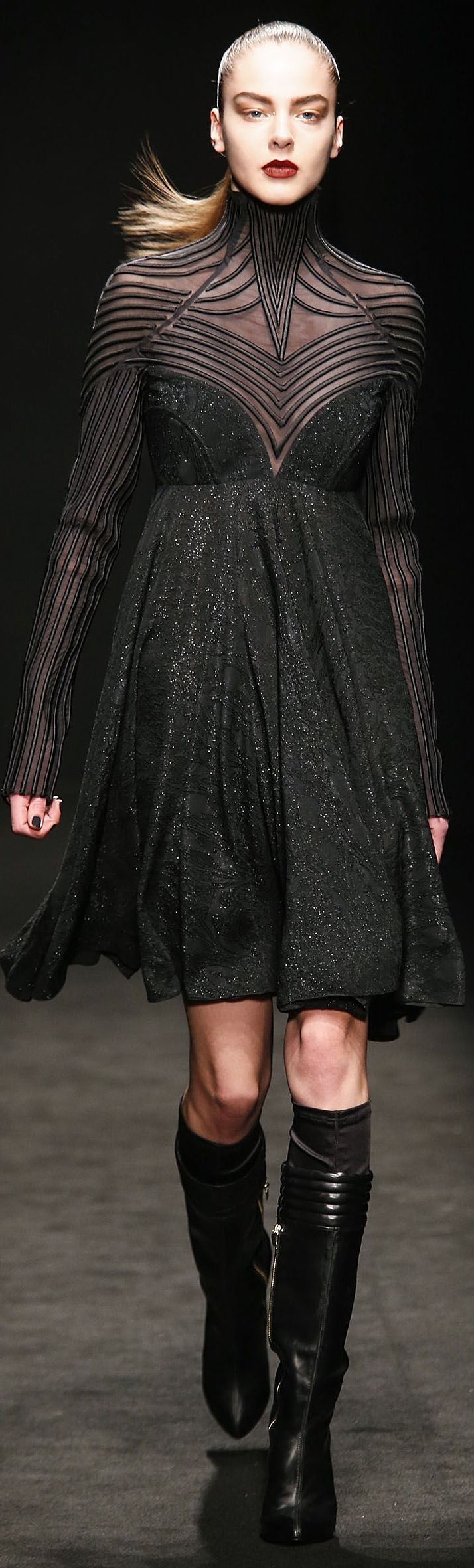 Byblos Fall 2014 RTW - Ultimate neck piping look....down the arm...high neck.  Gorgeous Tron inspiration