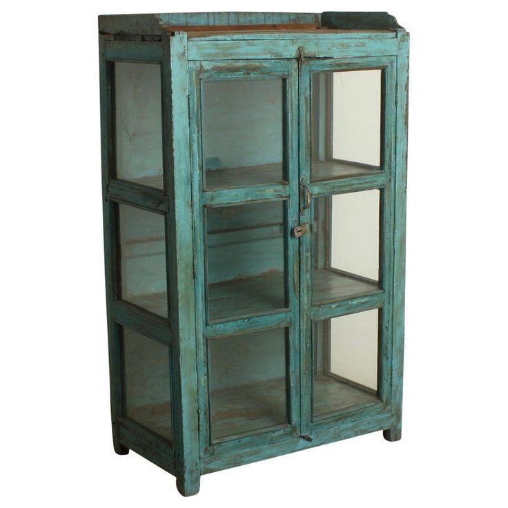 Glasvitrine aus blauem Altholz / Glass cabinet from blue scrap wood. Stellen Sie Ihre schönsten Sammelstücke aus. Hinter je zwei Glastüren und zwei Glaswänden präsentiert die schmucke Vitrine seinen Inhalt im eleganten Rahmen. AVAILABLE AT The Harrison Spirit, Morgartenstrasse 22, 8004 Zürich