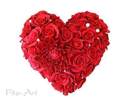 Свадебные цветы ручной работы. Ярмарка Мастеров - ручная работа. Купить Сердце из красных роз и георгинов- букет на ленте. Handmade.