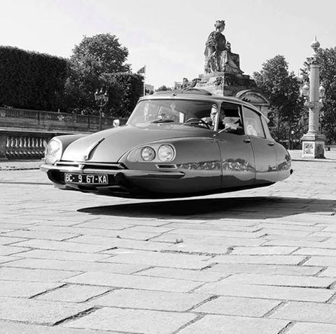 DS Citroën, vaisseau de l'espace... Citroën DS , space ship ...