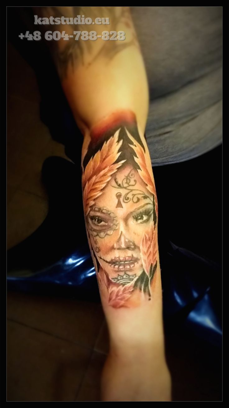 kobieca twarz tatuaż
