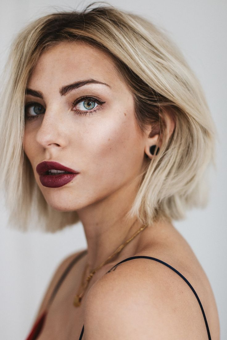 Masha Sedgwick - the signature look | find more details on my blog | platin blonde blunt bob hair style | Balayage | dark lips & eyliner | editorial