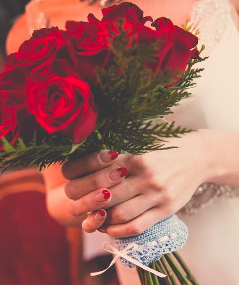 7 Wedding Manicures to Match Your Bridal Bouquet | https://www.theknot.com/content/7-wedding-nails-to-match-your-bouquet