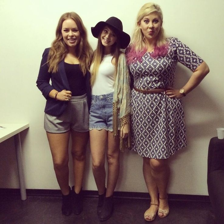 Zoe, tanya burr and louise! Backstage:)