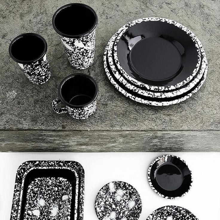 Pieces from our Monochrome collection they can be mixed and matched into lot of different variations and like all Bornn products they are oven i freezer and dishwasher safe #bornn #bornnenamelware #enamelware #tabletop #tableware #blackandwhite #monochrome #contemporary #artisanal #foodstyling #foodphotography