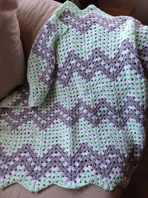 Free Ripple Waves Baby Blanket Crochet Pattern #crochetideas #crochetlove Download free PDF pattern!