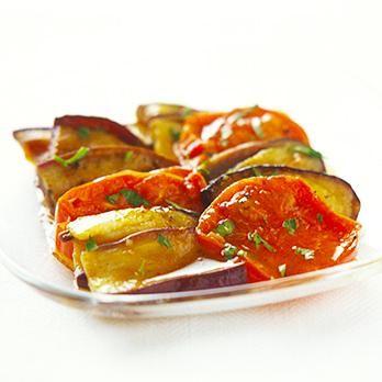 しょうゆがかくし味の和風イタリアン「なすとトマトの焼きマリネ」のレシピです。プロの料理家・広沢京子さんによる、トマト、パセリのみじん切りなどを使った、170Kcalの料理レシピです。