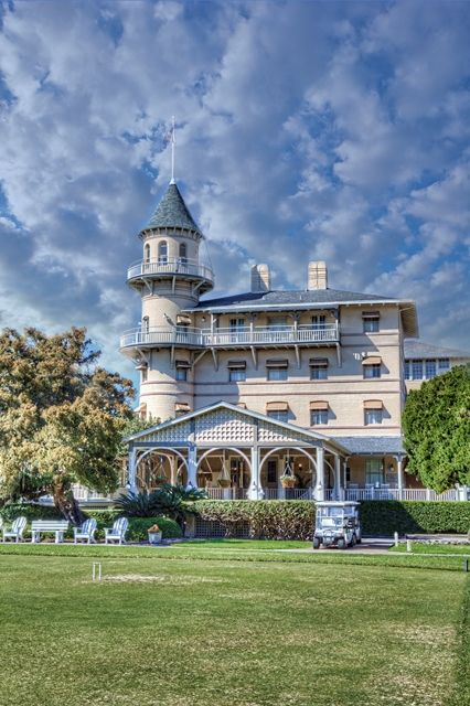 ~Jekyll Island Club Hotel Clubhouse! Founded in 1887 by the Rockefeller s, Pulitzers & Astors! #jekyllisland www.jekyllclub.com Photo by Debbie Peacock~