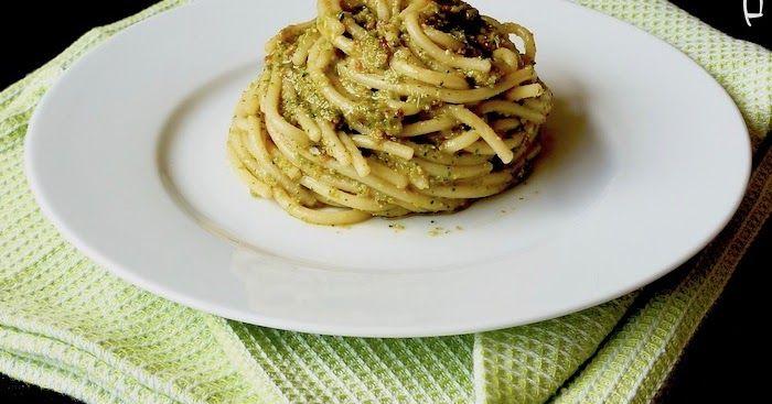 Spaghetti al pesto di friggitelli con pomodori secchi (senza formaggio)