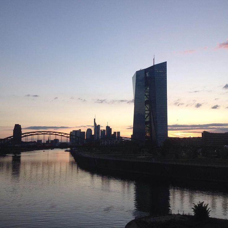 Beautiful Frankfurt am Main. Oh how I love evening walks :)