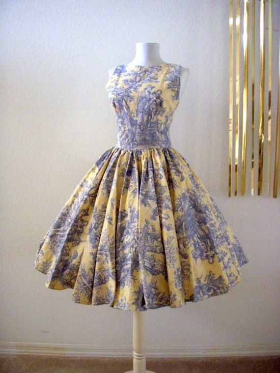 Beautiful toile vintage dress. Kind of ridiculous, but I sort of love it! It would probably overwhelm me though :(