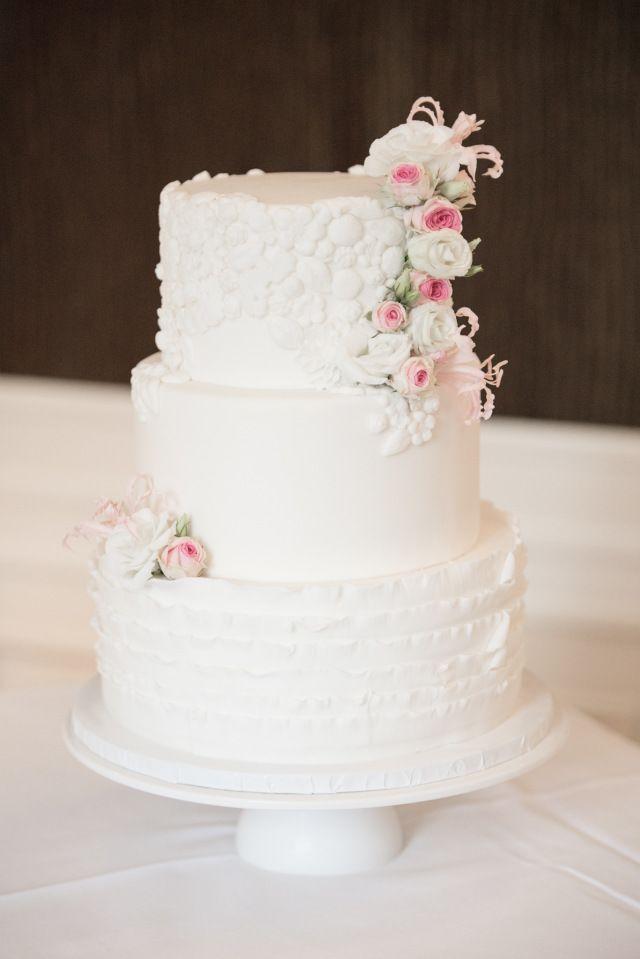 Credit: Sanne Popijus Fotografie - crème, taart, huwelijk (ritueel), geen persoon, nagerecht, tafelsuiker, viering, chocolade, snoepgoed, eten, bakkerij, bruid, romig, traditioneel, heerlijk