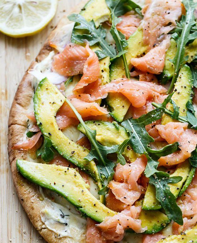 Pizza à l'avocat et au saumon fumé - 12 recettes de pizzas à tester au plus vite