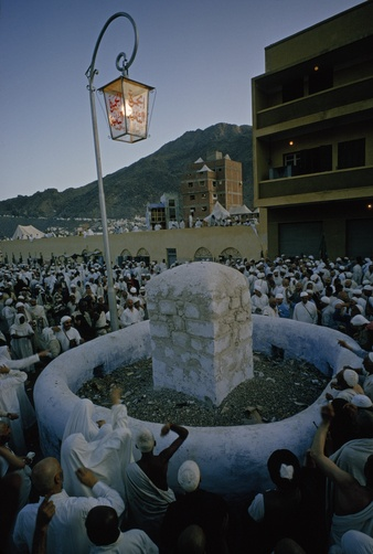Pilgrims traditionally throw stones at this pillar en route to Mecca.