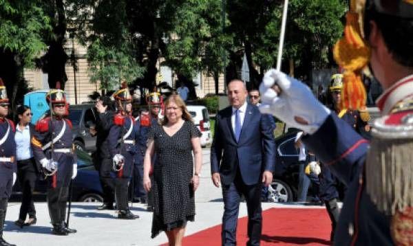 Visita oficial del canciller de Turquia Mevlüt Çavuşoğlu