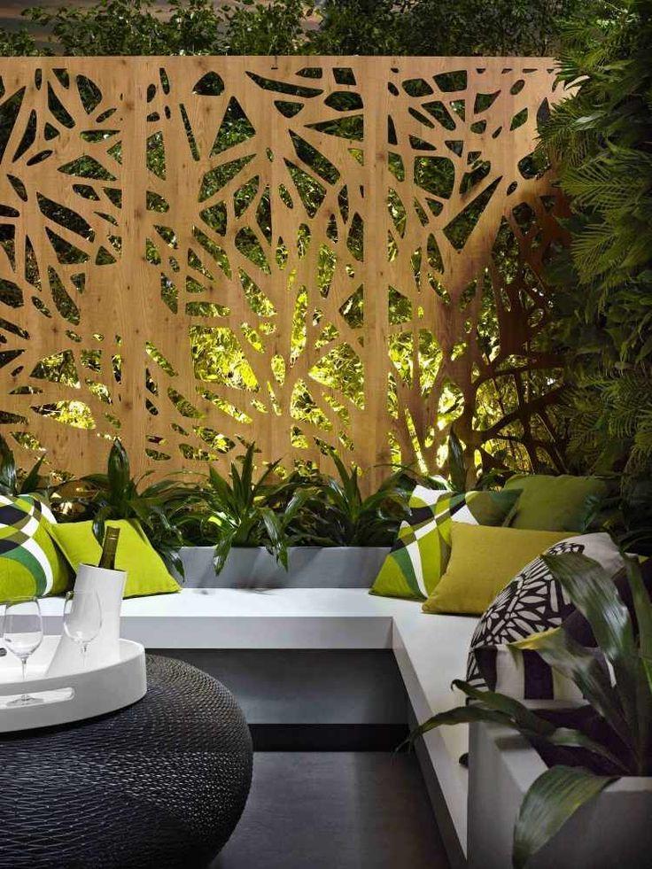 salon de jardin avec panneau occultant métallique en découpe laser