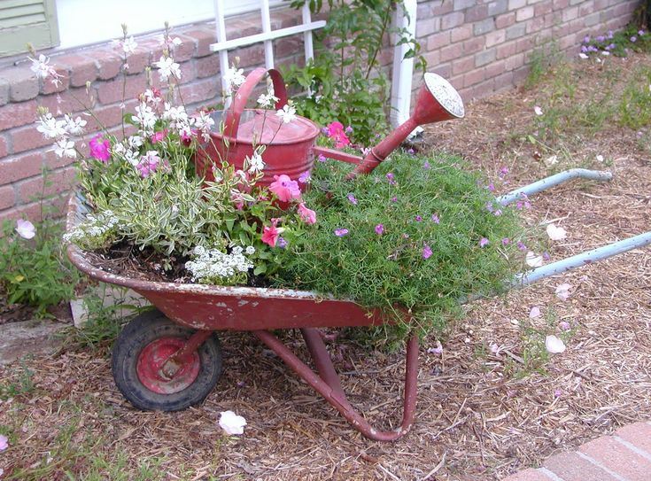 Old wheelbarrow and watering can.... I have both of these! Fabulous to put together!