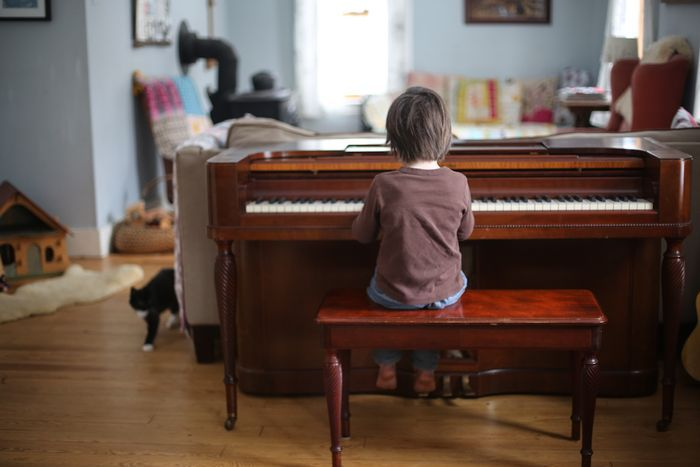 1000 images about piano living room ideas on pinterest for Piano for small space