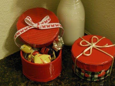 Ducktape roll to gift box/Rollo de ducktape a caja de regalo