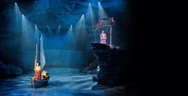MYRSKYLUODON MAIJA Visuaalisuudestaan kiitetyn musikaalin lavastaja Minna Välimäki loi merellisen avaruuden Lahden kaupunginteatteriin.