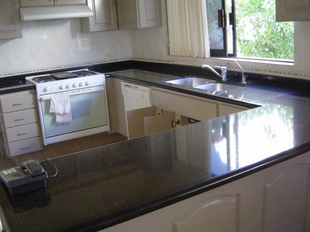Mesada granito gris mara en cocina buscar con google k for Cocinas con granito gris