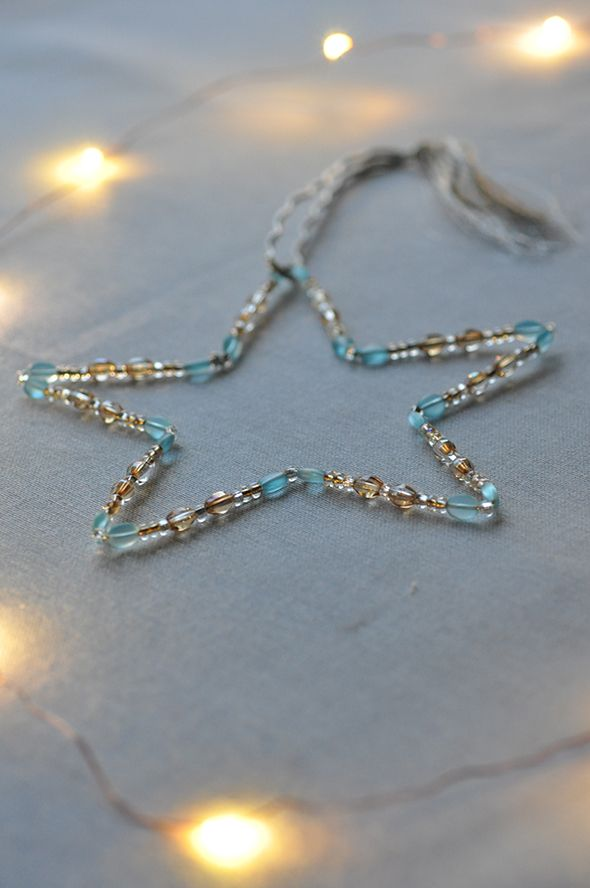 DIY Beaded Star Ornament via http://lifeovereasy.com/ - an easy and inexpensive craft, perfect for holiday gift giving! (12-13-14)