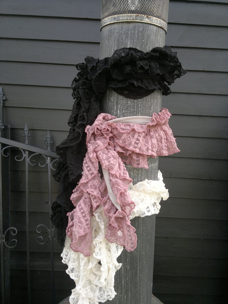 Romance scarf, double flounse.'  http://sussili.blogspot.se/2013/03/vita-var-sommar-styles-2013.html