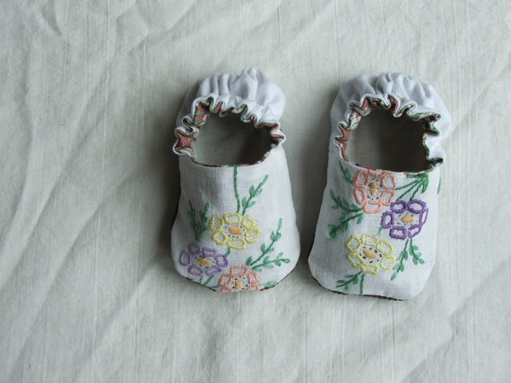 Cute embroidered baby shoes by Tiny Happy .. same pattern could be used to make them from upcycled clothing like t-shirts!