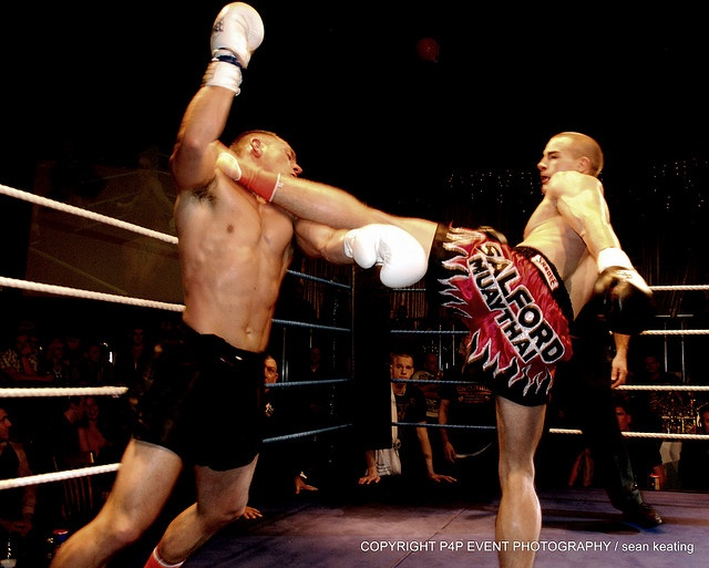 Solid muay thai left roundhouse kick to the neck!