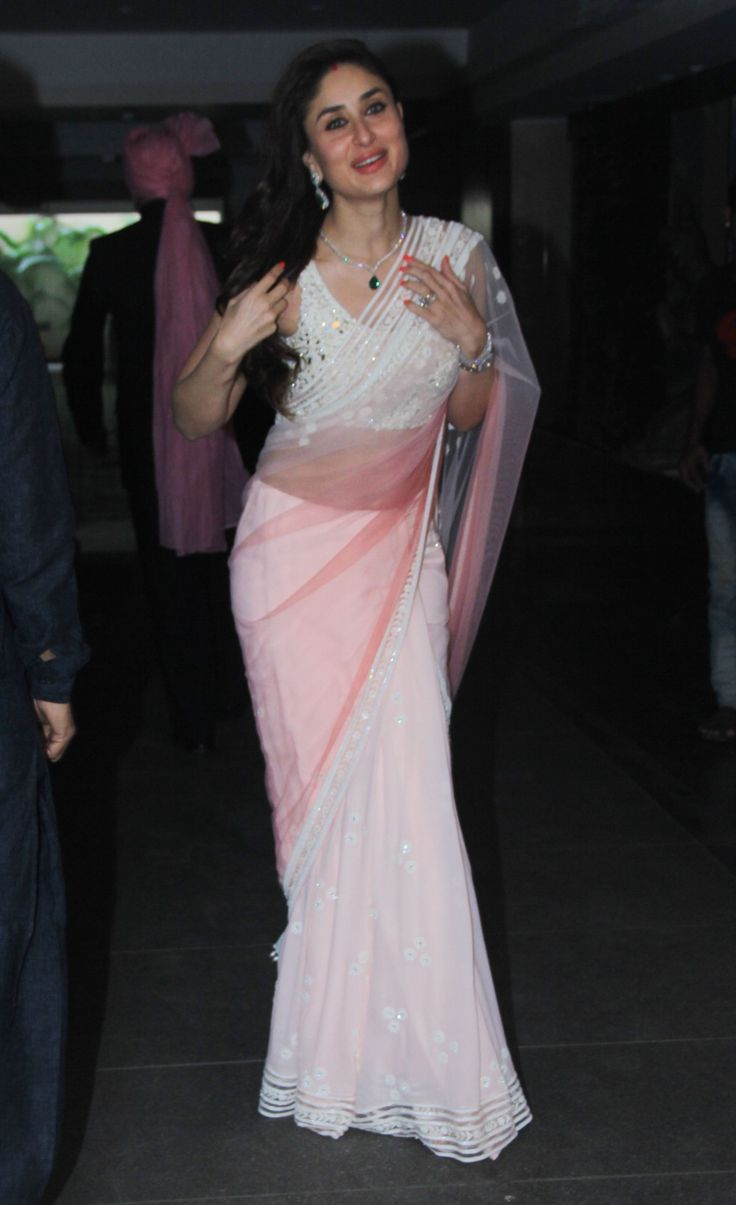 Kareena-Kapoor-at-Soha-Ali-Khan-Wedding-(2)1692.jpg (999×1636)