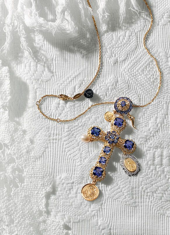 Collane rosario e orecchini in oro con pendente croce - D&G Gioielli | Jewellery Dolce&Gabbana