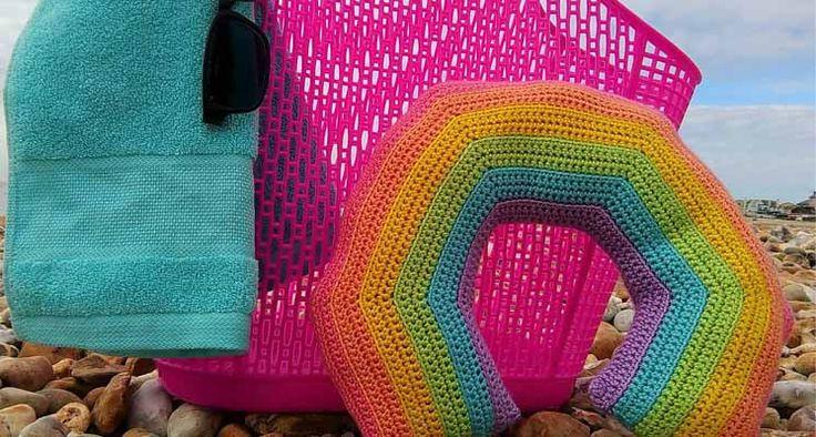 #crochet, free pattern, rainbow travel pillow, #haken, gratis patroon (Engels), regenbood (reis) kussen, #haakpatroon