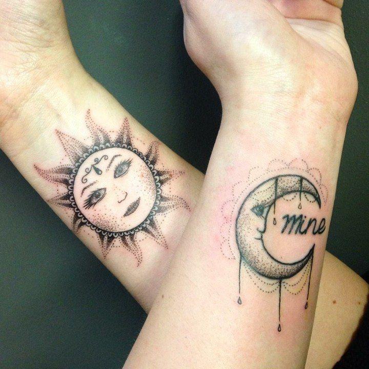 tatouage poignet style pointillisme (dot work): soleil et lune