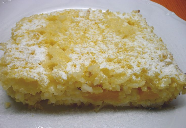 Rýži propláchneme horkou vodou. Dáme ji do hrnce s mlékem a solí, přivedeme k varu a vaříme 30 minut. V míse utřeme žloutky s cukrem a máslem a...
