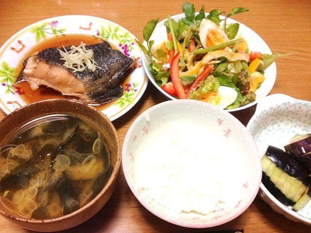 あり合わせで作ったにしては頑張りました。 - 1件のもぐもぐ - 銀たらの煮付け、クレソンサラダ、水ナスのお漬物、わかめ味噌汁、ご飯 by marikomushi