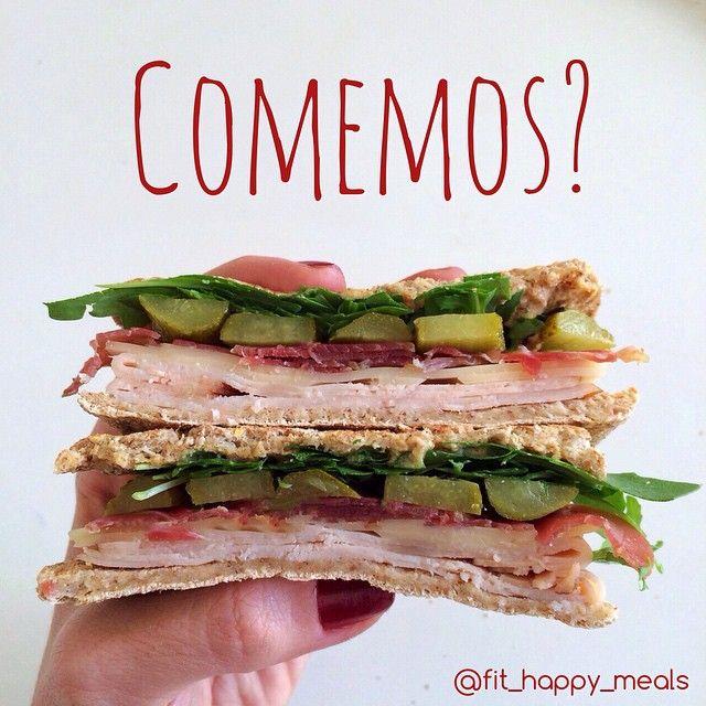 Super Healthy sandwich for Lunch! rúcula, pepinillos, lomo, pavo, queso y pan de @sandwichthins_es. Esto es healthy fast food en toda regla!
