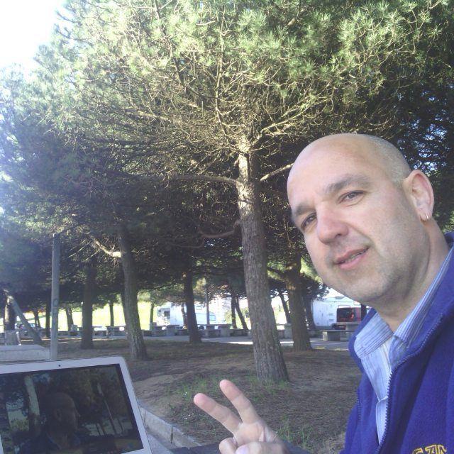 #BuenosDías #FelizLunes #FelizSemana   Hoy es un día estupendo para trabajar desde la #Playa sentado a la sombra de un #Pinar    #JoselePadilla #Emprender #PlayaDelArbeyal #Sol #Pasión #Portátil #Libertad #Sueños
