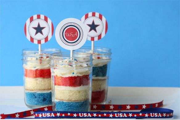patriotic: Cupcakes Jars, July Cupcakes, Blue Cupcakes, Jars Cakes, Fourth Of July, Red White Blue, In A Jars, 4Th Of July, Mason Jars Cupcakes