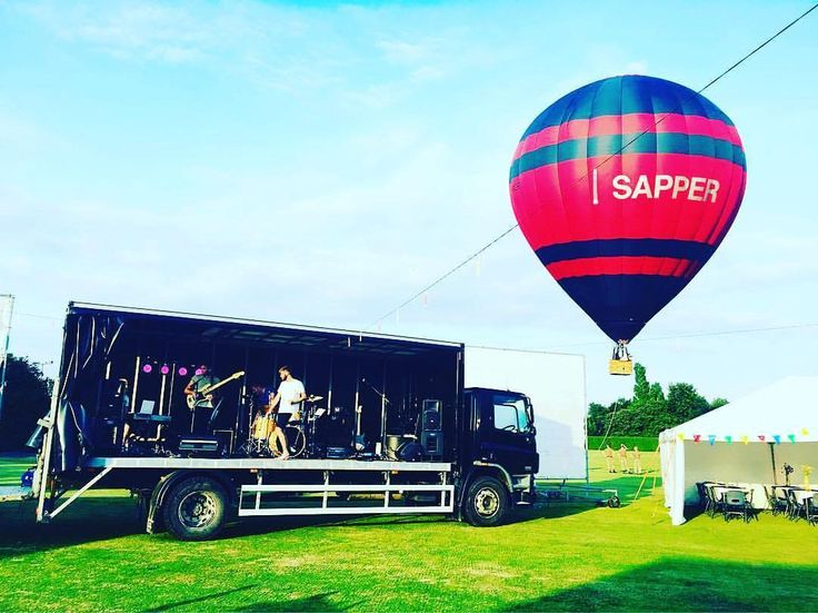 The Modern Way set up their stage in the back of a wagon and got to ride in the hot air balloon at a festival in Kent at the end of last month! Good times!  #TheModernWay #AliveNetwork #Festival #Kent #Chatham #Live #Party #CoverBand #CoverArtist #Cover #CoverSong #CoverVersion #LiveMusic #Band #Rock #Pop #Singer #Music