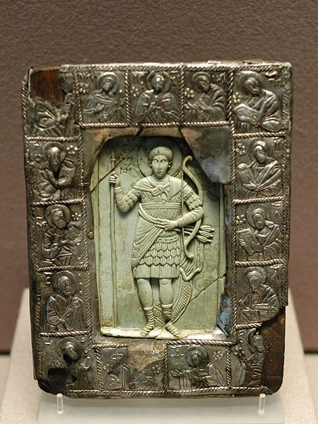 San Demetrio,marco de plata repujada,marfil y madera. Siglo XVI Museo del Louvre