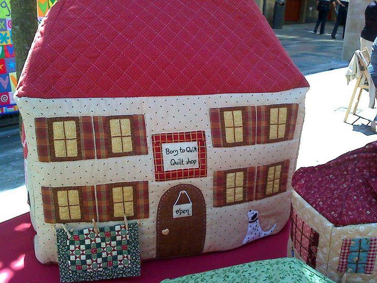 Funda casita para maquina de coser PATCHWORK | Aprender manualidades es facilisimo.com