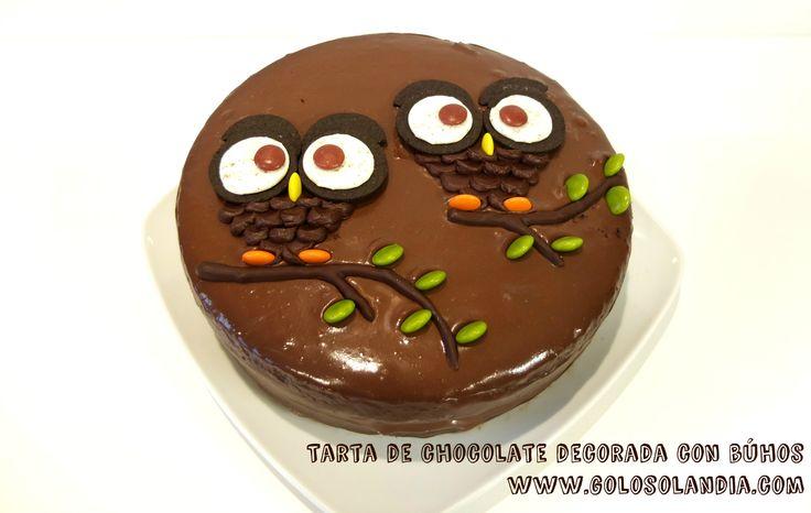 La más divertida: Tarta de #chocolate decorada con #búhos fácil #receta y vídeo paso a paso. #golosolandia http://www.golosolandia.com/2015/10/tarta-de-chocolate-decorada-con-buhos.html