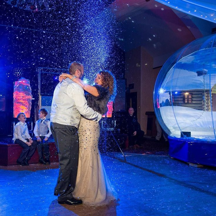 We love the idea of snow at a wedding! Abby and Steve had the most wonderful winter wedding last year complete with snow snowball fights and a giant snowglobe! Our winter wedding packages start from just 69.95 per person so you can put that much more into your decor budget  #weddings #winter #winterweddings #snow #snowballfight #snowglobe #bride #groom #woodburypark