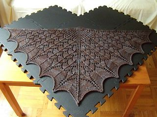 Dragon-scale-shawl-flat-20140610-withwatermark_small2