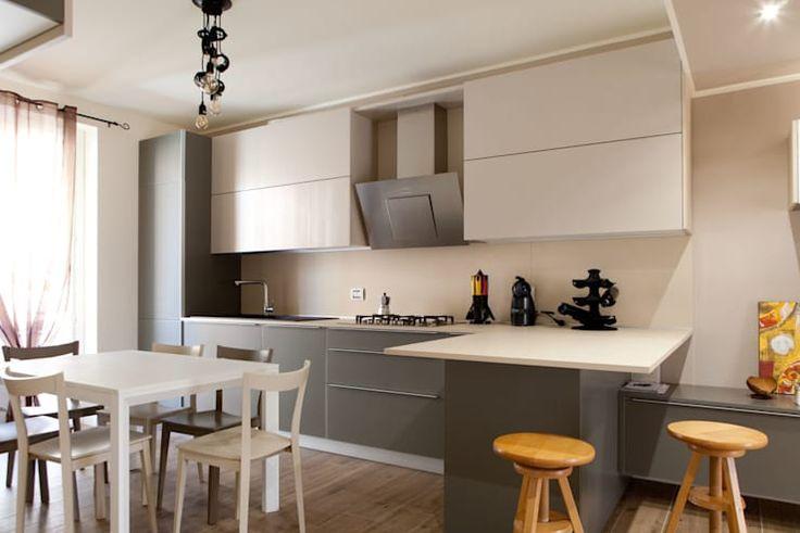 Cucina grigia consigli su combinazioni colori e for Combinazioni colori arredamento