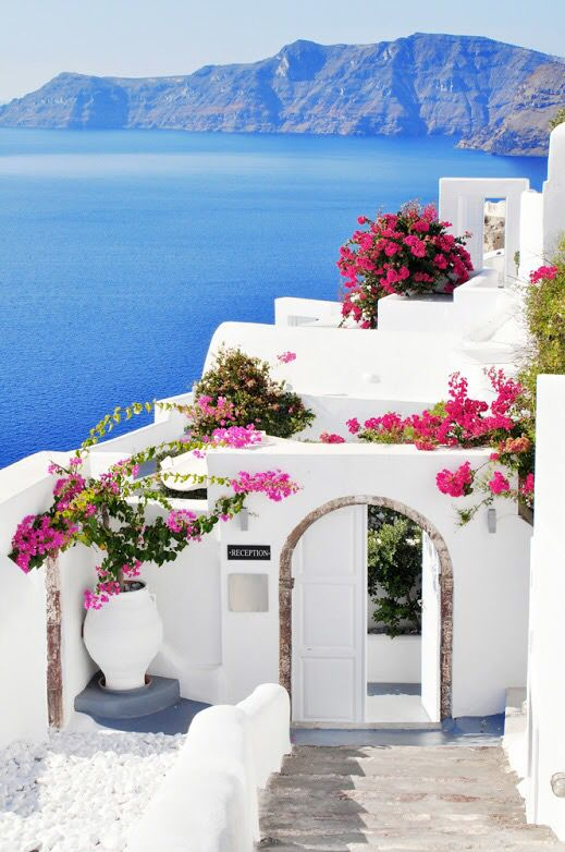 A Summer Home in Greece W/ this view                                                                                                                                                                                 もっと見る