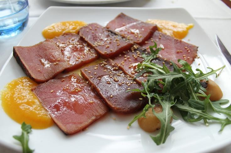 Rosbif de atún con chutney de mango, de 'Bazaar' (Madrid-Spain)
