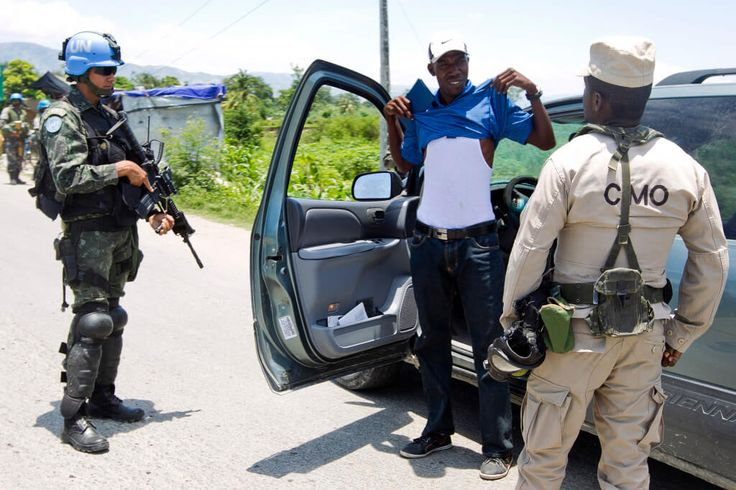 Brazilian UN peacekeepers support Haitian police during a car search. Haitian National Police, in coordination with police and military from the United Nations Mission in Haiti (MINUSTAH) established country wide security check points in search of illegal weapons. Photo Logan Abassi UN/MINUSTAH