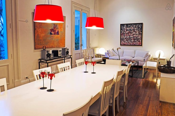 Échale un vistazo a este increíble alojamiento de Airbnb: Charming art house in San Telmo - Casas for Rent