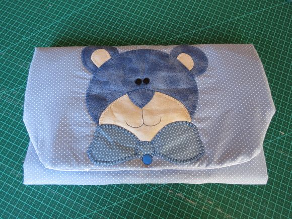 Trocador fácil de carregar , dobrável, feito com tecido ,manta e plástico, Faço em diversas cores e aplicações.  Favor verificar a disponibilidade dos tecidos e cores antes da compra R$ 40,00
